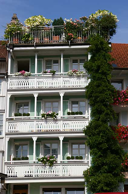 Gallery with photo examples of balconies of different house styles and