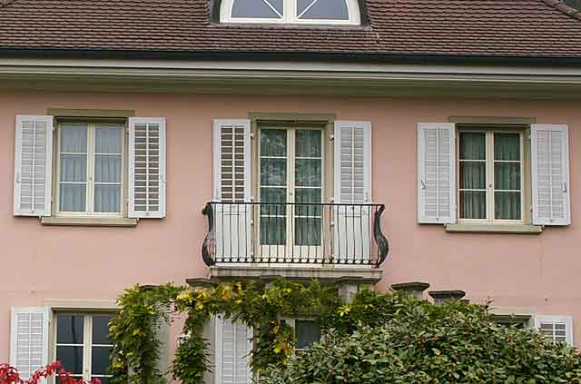 Photo Example Of A Beautiful Clic House Color Combination With Light Pastel Salmon Pink Walls