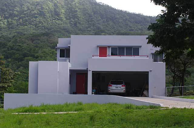 Photo example of a modern house with integrated garage below a terrace - Terraced modern homes with underlying garage ...