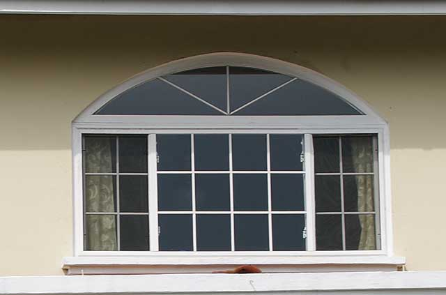 Photo example of windows in an modern town house in panama for Window styles for homes
