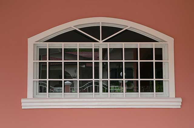 Photo example of a window with security metal square for House window styles pictures