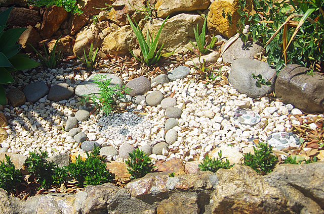 Examples Of Decorative Gardens With Stones